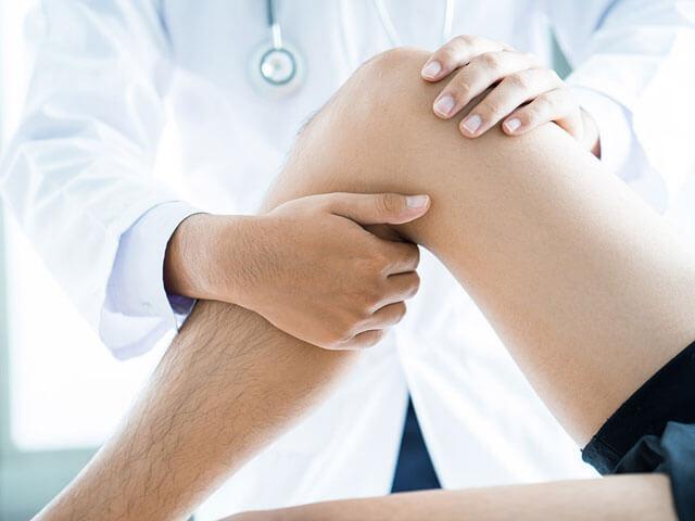 Untersuchung am Knie